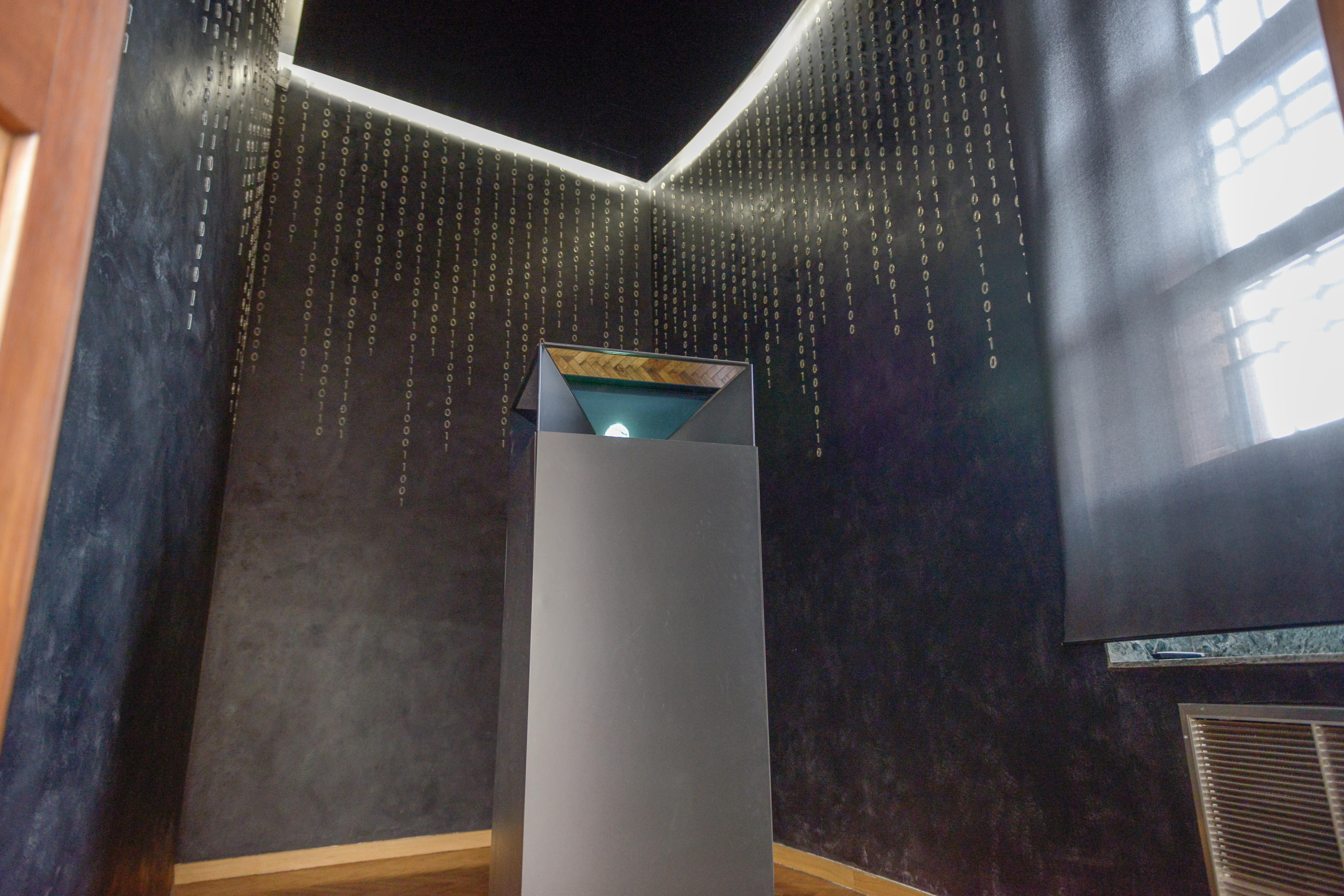 Hologram Chamber